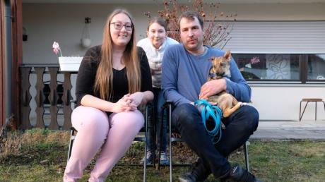 Carina Pietsch, ihre Tochter Leni, Partner Ralf Schmidt und Hund Ares haben 2021 viel vor: Neben dem Umzug in ihr eigenes Haus in Gundelfingen steht auch eine Hochzeit an.