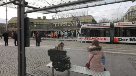 Der Platz an der Uni-Straßenbahnhaltestelle soll nicht nach der Deutschen Einheit benannt werden. Nun geht die Suche weiter.
