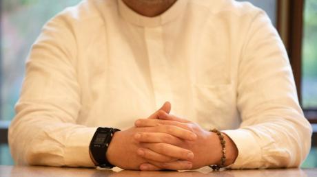 Priester K. im Sommer 2020 während einer Verhandlung vorm Amtsgericht Bad Kissingen in Unterfranken.