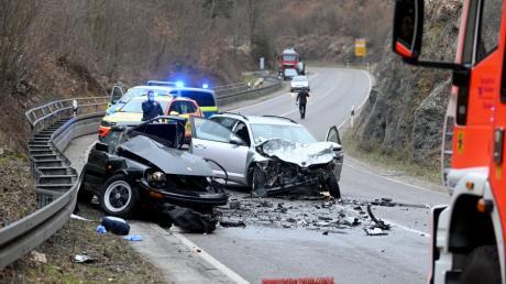 Bei einem schweren Verkehrsunfall bei Blaubeuren ist ein Autofahrer ums Leben gekommen.