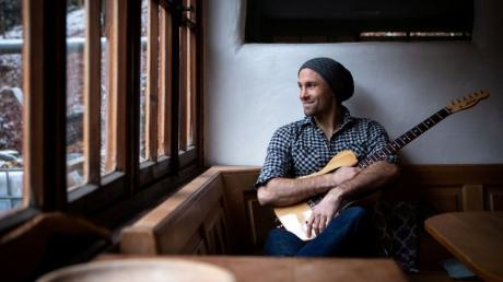 Der Dasinger Liedermacher Adrian Winkler ließ sich vom Leben in der Pandemie zu einem neuen Song inspirieren.