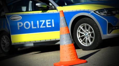 Beamte der Polizeiinspektion Burgau nahmen einen Verkehrsunfall bei Ettenbeuren auf.