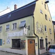 Das ehemalige Weinnest in der Friedberger Bauernbräustraße muss erhalten bleiben, urteilt das Augsburger Verwaltungsgericht.