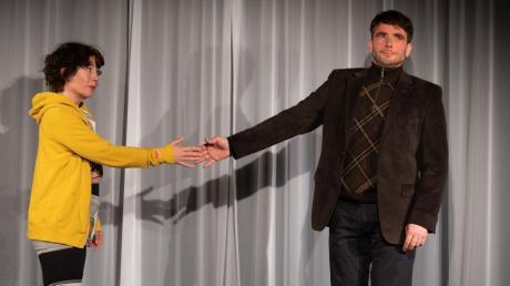 """Frank Erhardt und Nadine Ehrenreich wollen mit dem Stück """"Die Tanzstunde"""" von Mark St. Germain den Spielbetrieb in der Theaterei Herrlingen wieder eröffnen."""