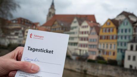 Ein Tagesticket für Tübingen, das als Teil des Modellversuchs dort aufgrund eines negativen Testergebnisses bei einem Corona-Schnelltest ausgestellt wurde.