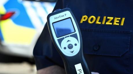 1,1 Promille Alkohol wurde bei einem Autofahrer mit einem Alkotestgerät festgestellt.