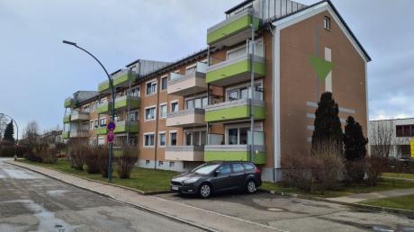 Die Verwalter der Wohnanlage an der Ecke Thomas-Mann- und Albert-Schweitzer-Straße in Kissing müssen beim Brandschutz nachbessern. Dabei sieht sich das Unternehmen aber vor ein unlösbares Problem gestellt.