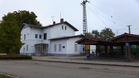 Der Bahnhof in Nordendorf gehört inzwischen der Gemeinde. Doch was soll aus ihm werden?
