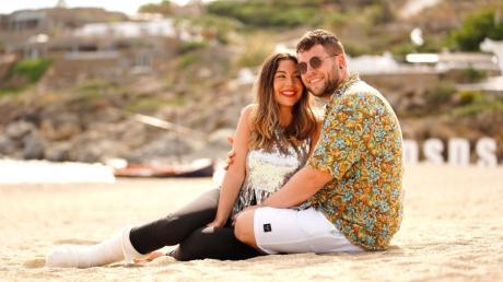 Katharina Eisenblut und Marvin Frederic Ventura Estradas beim Auslands-Recall von DSDS 2021 auf Mykonos.