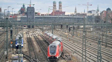 Tausende Menschen alleine aus Mering fahren täglich mit dem Zug zur Arbeit nach München.  Zur Pendler-Initiative der Meringer SPD nimmt CSU-Landtagsabgeordneter Peter Tomaschko ausführlich Stellung.