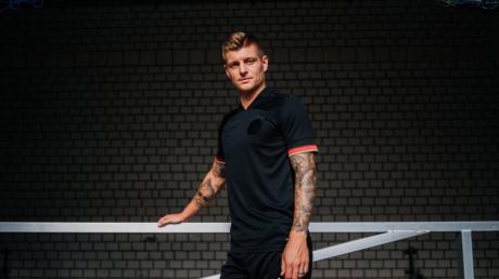 Toni Kroos im neuen EM-Trikot von Adidas.