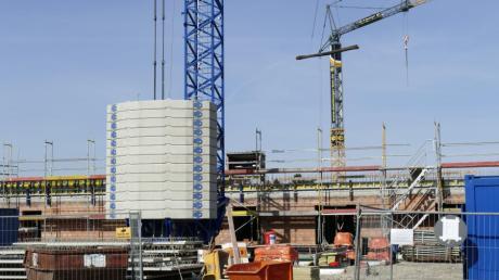 Der geplante Neubau eines Ganzjahresbades in Bobingen fiel den Sparzwängen zum Opfer. Neben dem Kita-Neubau an der Wertachstraße, siehe Bild, ist ein weiterer Kindergarten geplant.