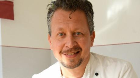 Günther Weindl aus Kötz entwickelt als Obermeister der Bäckerinnung immer wieder neue Brotsorten: Diesmal ein Frühlingsbrot aus dem Urgetreide Emmer.