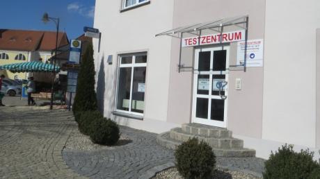 Seit Freitag hat das neue Testzentrum am Marktplatz in Kühbach offen. Bürger können hier nach Anmeldung kostenlose Corona-Schnelltests machen.