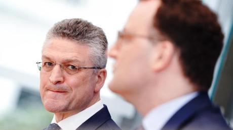 Bundesgesundheitsminister Jens Spahn (r.) und RKI-Chef Lothar Wieler während ihrer Pressekonferenz zur Corona-Lage vor Ostern.