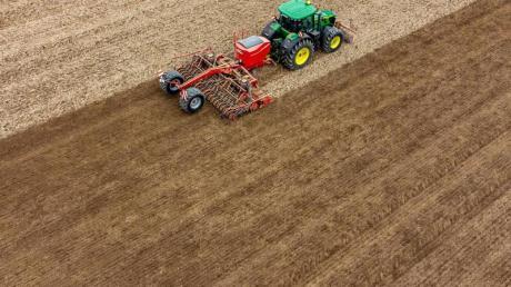 Nach dem Kompromiss der Agrarminister sollen 25 Prozent der EU-Direktzahlungen an deutsche Landwirte an Klima- und Umweltmaßnahmen geknüpft sein.