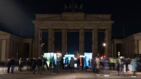 Das Brandenburger Tor in Berlin liegt während der «Earth Hour» im Dunkeln.