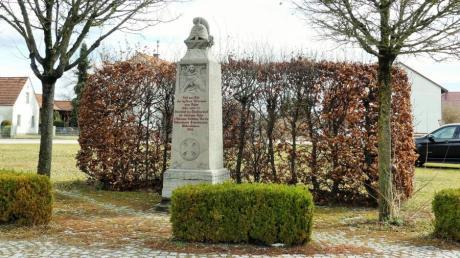 Die Errichtung einer Plakatwerbeanlage nahe des Kriegerdenkmals in Kettershausen war nun im Gemeinderat Thema.
