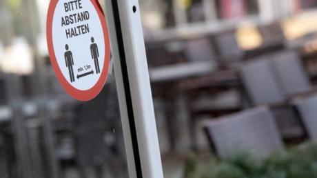 Weil sie gegen die aktuellen Kontaktbeschränkungen verstoßen haben, kassierten Jugendliche in Neusäß eine Anzeige.