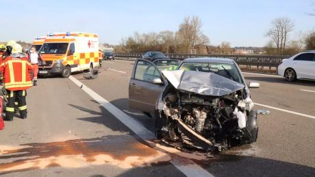 Am Montagnachmittag hat es auf der A8 bei Jettingen-Scheppach gekracht. Zwei Personen wurden verletzt.