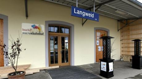 Im kommenden Jahr sollen die Bahnsteige am Langweider Bahnhof barrierefrei ausgebaut werden.