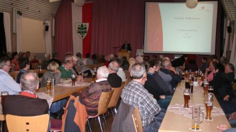Normalerweise findet in Aichach im November eine Bürgerversammlung in der TSV-Turnhalle statt, wie unser Archivbild zeigt. Heuer könnte es eine virtuelle Bürgerversammlung geben.