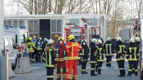 Die Nachricht von ausgetretgener Salpetersäre sorgte am Mittwochmorgen für einen Großeinsatz der Rettungskräfte.