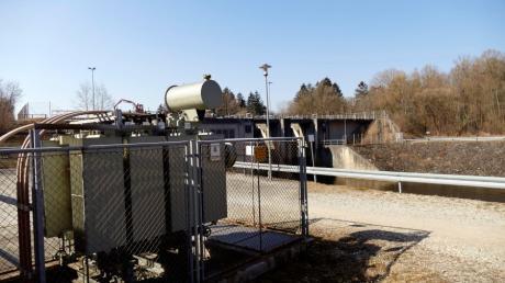 In Bobingen kommt der Ökostrom für die städtischen Gebäude auch weiterhin überwiegend aus Wasserkraft. Das Bild zeigt die Anlage an der Wertach im Bobinger Süden.