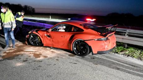 Drei Verletzte gab es bei einem Unfall am Ostersonntag auf der A8 bei Ulm-Ost, als ein Porsche-Fahrer die Kontrolle über seinen Sportwagen verlor.