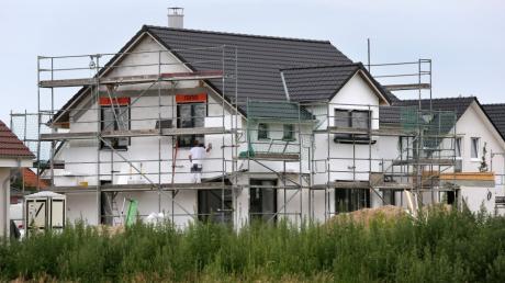 In Steindorf ist ein Neubaugebiet geplant, das unter anderem Bauplätze für Einfamilienhäuser vorsieht.