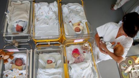 Der immer vielschichtigeren Geburtshilfe soll künftig ein Hebammenstudium Rechnung tragen.