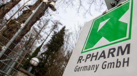 Der Firmensitz von R-Pharm Germany in Illertissen ist durch einen Zaun geschützt. Der Mutterkonzern produziert den Impfstoff Sputnik V.