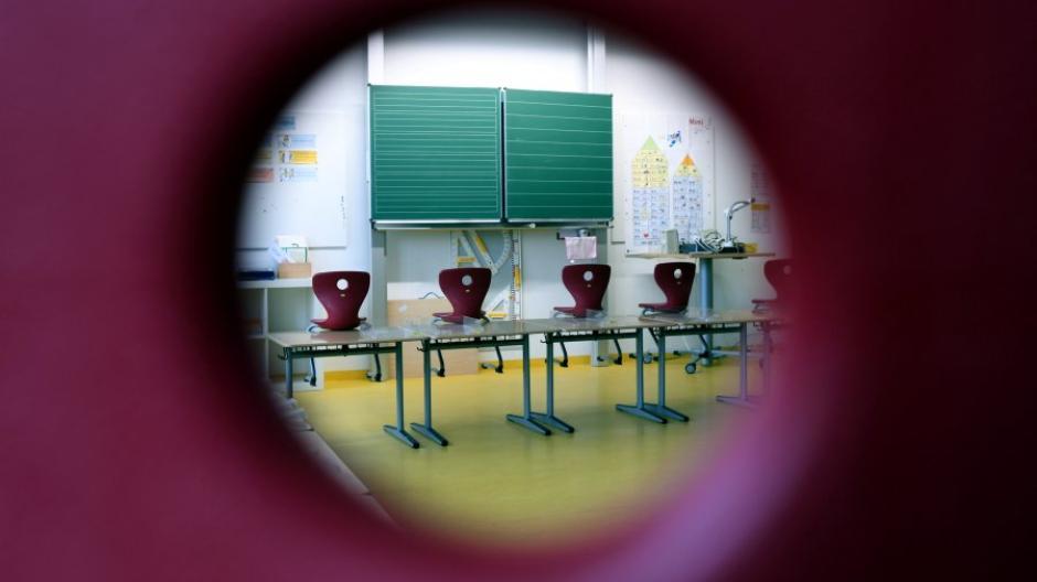 Im Freistaat gehen Schüler weiterhin in den Distanzunterricht, sobald der Sieben-Tage-Inzidenzwert in ihrer Stadt oder ihrem Landkreis über 100 liegt.