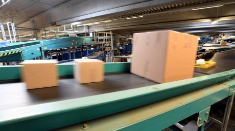Milliarden von Paketen liefen in den letzten 25 Jahren über die Förderbänder des Paketzentrums zwischen Gersthofen und Augsburg.