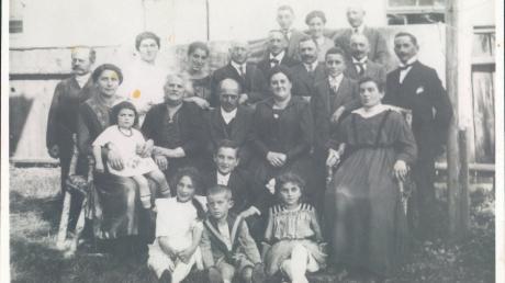 Das Bild zeigt die jüdische Großfamilie Einstein aus Kriegshaber im Jahr 1919.