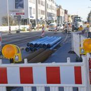 In der Bürgermeister-Wohlfarth-Straße laufen während des ganzen Jahres die Arbeiten für die Leitungen.
