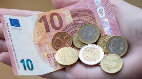 Wie viel Geld steht den Fraktionen im Augsburger Kreistag zu? Darüber wurde jetzt debattiert.
