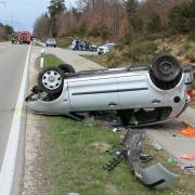Bei einem Unfall im Landkreis Neu-Ulm wurde ein Autofahrer leicht verletzt.