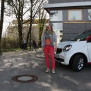 Julia Netrval hat mit ihrem Team von der Sonnenapotheke eine Corona-Schnellteststation an der Schwabmünchner Grundschule aufgebaut.