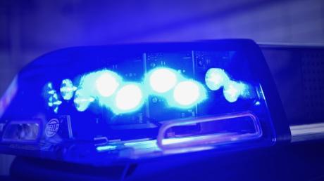 Bei einer Verfolgungsjagd in Donauwörth entkommt ein BMW-Fahrer und stellt sich in der Nacht.