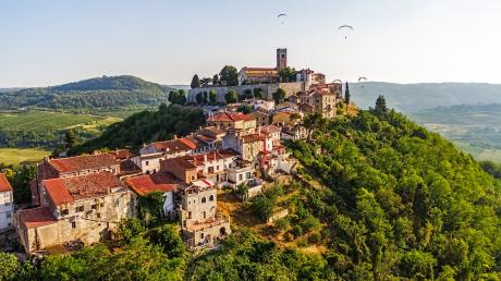 Noch immer stolz: Das venezianische Städtchen Motovun überblickt das Tal der Mirna.