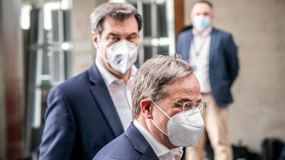 Wollen beide Kanzlerkandidat der Union werden: Markus Söder (hinten) und Armin Laschet.