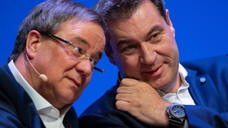 Da steckten sie die Köpfe noch zusammen: Armin Laschet (CDU, l.) und Markus Söder (CSU), während des offiziellen Starts der Unions-Parteien zum Europawahlkampf im April 2019.