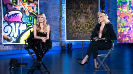 Heidi Klum und High-Fashion-Dragqueen Miss Fame bewerten die Leistung der GNTM-Models.