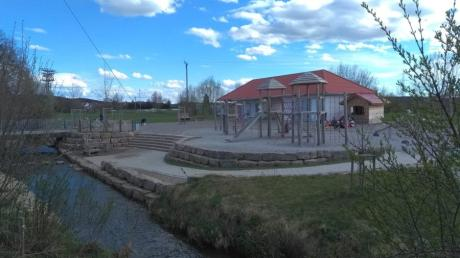 Die neue Freizeit- und Erholungsanlage Mensch und Natur ist ein Treffpunkt in Oberroth, an dem sich auch ältere  Menschen austauschen können.