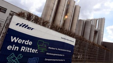 Die hohen Türme sind das Erkennungszeichen der Ritter GmbH im Süden von Schwabmünchen. Das Unternehmen wurde jetzt verkauft.