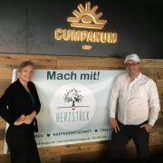 Anja Dördelmann mit ihrer Genossenschaft Herzstück und André Heuck mit der Biobäckerei Cumpanum sind in die Räume des ehemaligen Cafés Seelenzeit in Mering eingezogen.