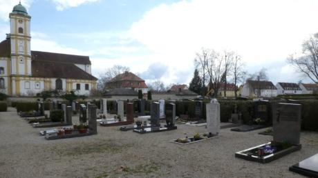 Immer mehr Lücken gibt es im Nordteil des Friedhofs bei Herrgottsruh. Die Stadt Friedberg will dem mit einem neuen Gestaltungskonzept entgegenwirken.