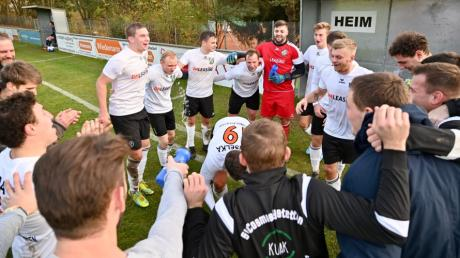 Grund zum Jubeln würde es beim SV Cosmos Aystetten geben. Nach der Quotientenregelung würde der Aufstieg in die Landesliga gelingen.