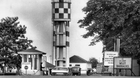 Toreinfahrt Wiley Süd im Jahre 1965 mit dem ikonischen Wasserturm. Erinnerungsstücke aus der Zeit der US-Army in Neu-Ulm sucht jetzt die Stadt.